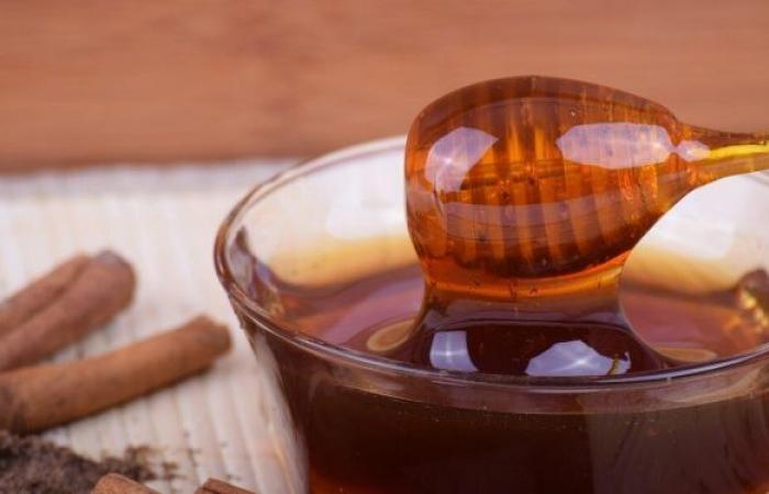 كيف نتحقق من نقاء العسل قبل تناوله؟