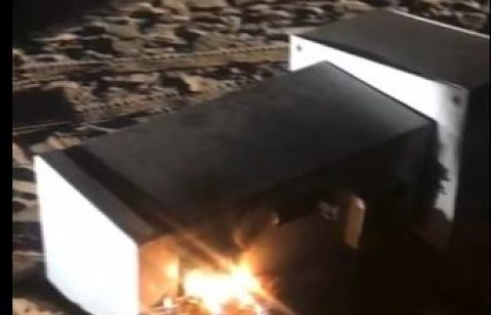 فيديو.. ضبط مواطنين أشعلا النيران في كاميرا ساهر بالدوادمي