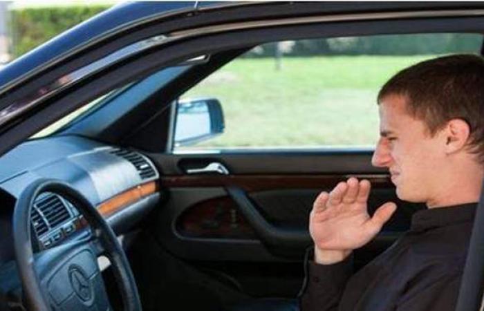عقوبة مغلظة.. تعرف على غرامة انبعاث رائحة كريهة من السيارة بقانون المرور الجديد