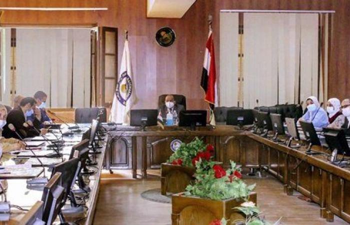 رئيس جامعة بني سويف يجتمع مع عمداء 6 كليات لمناقشة الانتهاء من ملفات الجودة
