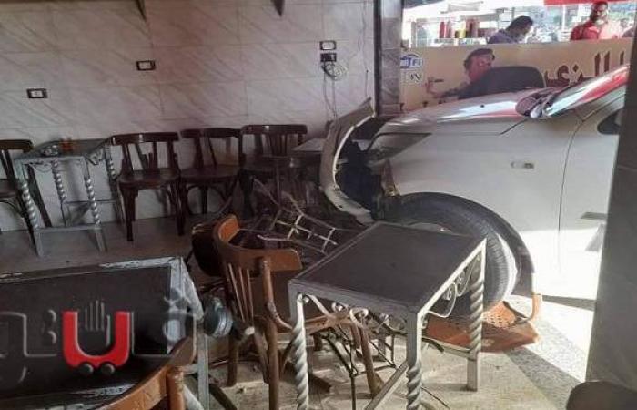 كلاكيت ثاني مرة.. سيدة تقتحم مقهى بسيارتها في الشرقية | صور