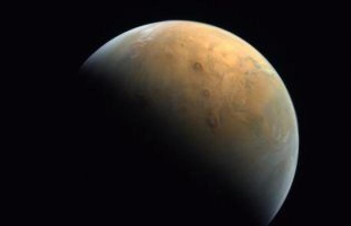 صحف الإمارات تسلط الضوء على إرسال مسبار الأمل لأول صورة التقطها لكوكب المريخ