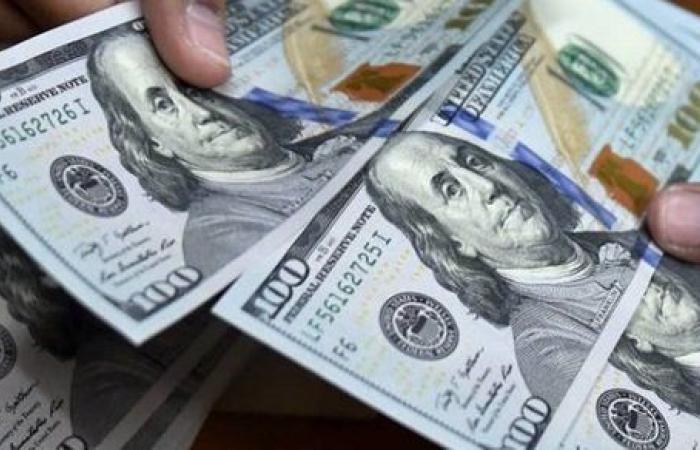 ارتفاع طفيف في سعر الدولار اليوم .. تفاصيل