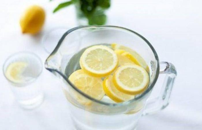 ماذا يحدث عند تناول ماء بالليمون يوميا؟