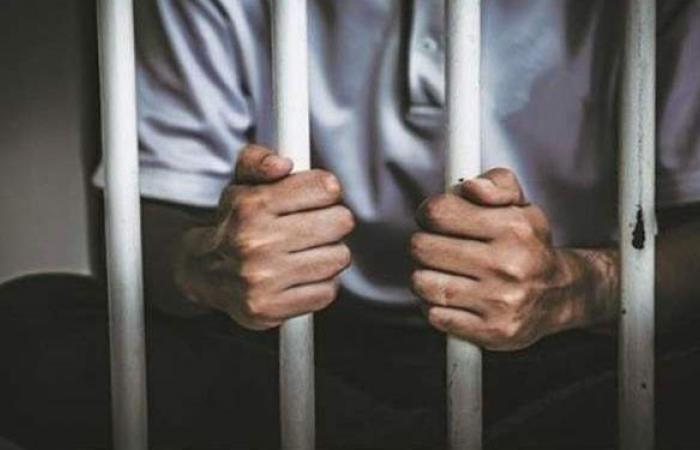 تحرشوا بطالبة وسرقوا أخرى.. حبس عصابة الشرطة المزيفة بالتجمع