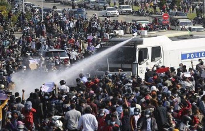 بعد انتشار الجيش.. مظاهرات جديدة في ميانمار