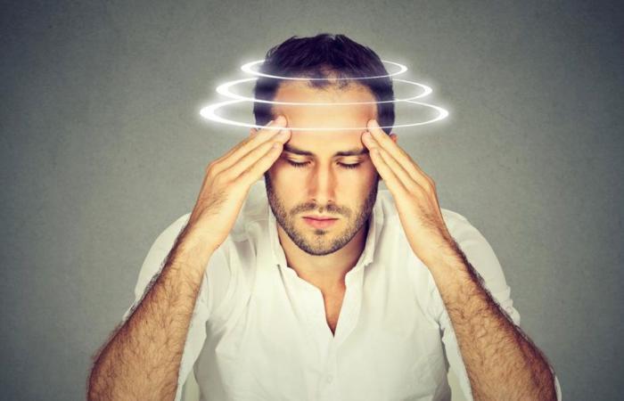 الشعور بـ«الدوخة» عند الوقوف أو الجلوس.. طبيبة توضح الأسباب والعلاج