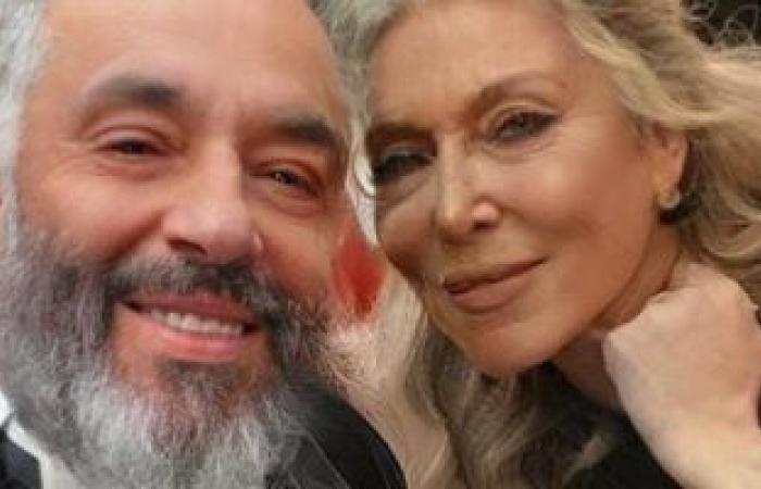 هفضل شايفك ما بتكبريش.. رامى جمال يحتفل بعيد الحب مع زوجته بصورة فوتوشوب
