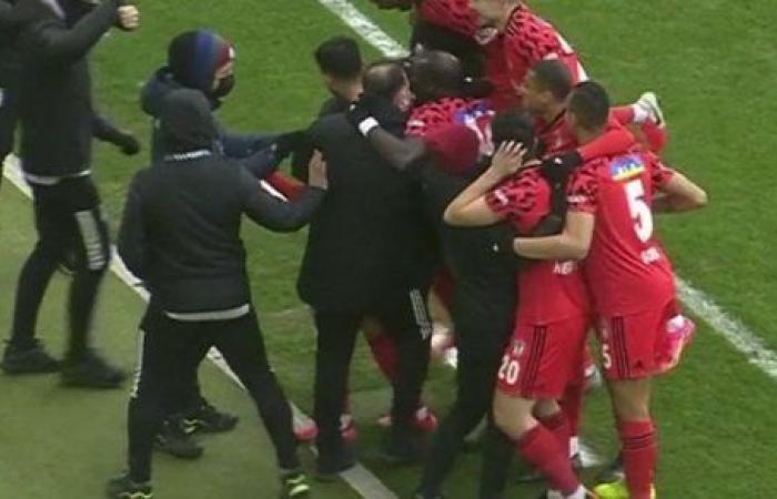 بيشكتاش يهزم جينتشلار بيرليجي بثلاثية ويتقاسم صدارة الدوري التركي مع جالطة سراي