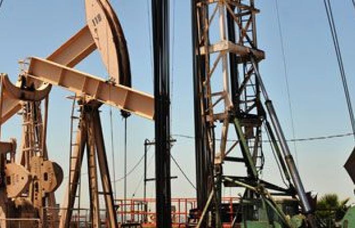 النفط يبلغ ذروة 13 شهرا بفعل مخاوف من توتر فى الشرق الأوسط