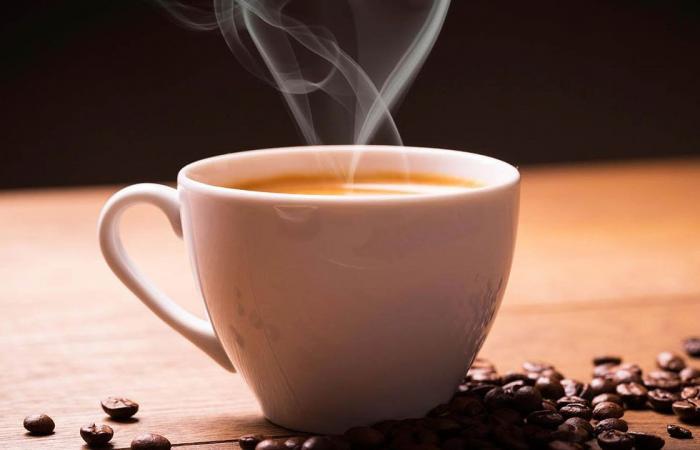 القهوة والشاي.. خبير ينصح بتجنب طريقة شهيرة للتحضیر في المنازل