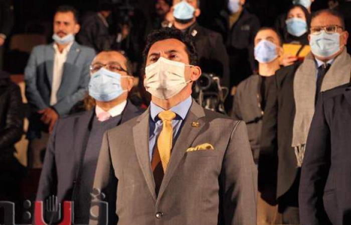 وزير الرياضة يفاجئ فرق هواة المسرح ويضاعف قيمة الجوائز | فيديو