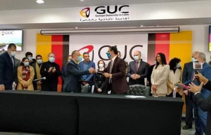 الجامعة الألمانية تسلم محافظ الإسكندرية ملكية الهوية البصرية
