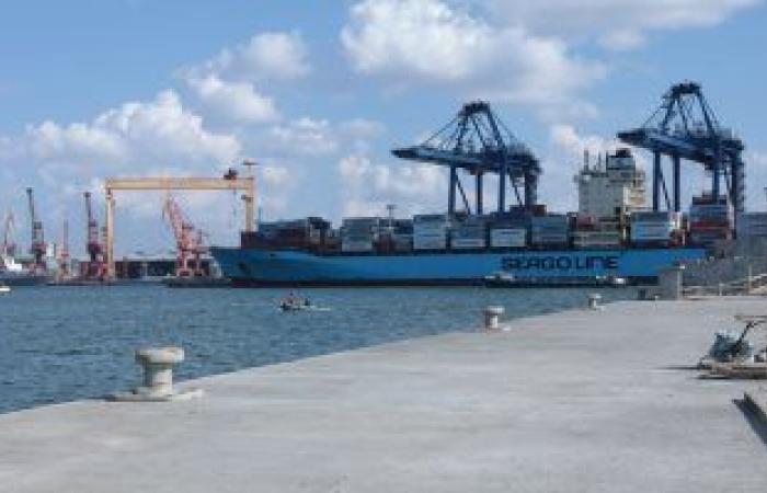 إعادة فتح ميناءى الإسكندرية والدخيلة بعد هدوء الأمواج