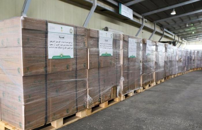 انطلاق أولى شحنات برنامج هدية الملك سلمان من التمور لتوزيعها في 24 دولة