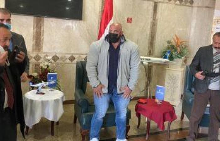 """نادى إيروسبورت يهدى """"بيج رامى"""" الدرع التذكارى الخاص بالنادى وتقديم الشكر له"""
