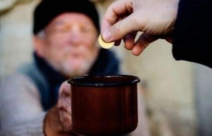هل يجوز إخراج زكاة المال لغير المسلم الفقير ؟ .. على جمعة يوضح