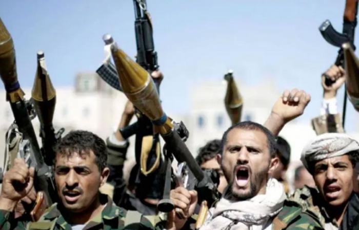 تحت تهديد السلاح.. ميليشيا الحوثي تُجبر شيوخ القبائل على حشد المقاتلين في صفوفها