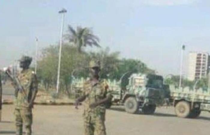 بعد دعوة المعارضة للمظاهرات.. تعزيزات عسكرية بمحيط القيادة العامة للقوات المسلحة بالسودان
