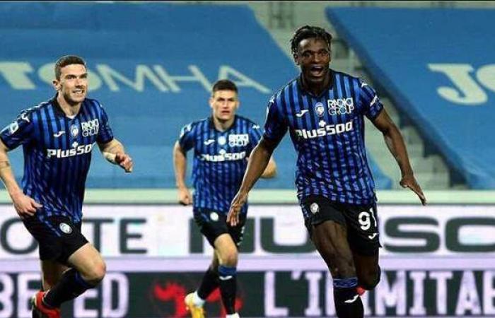 أتالانتا يكتسح نابولي برباعية في الدوري الإيطالي
