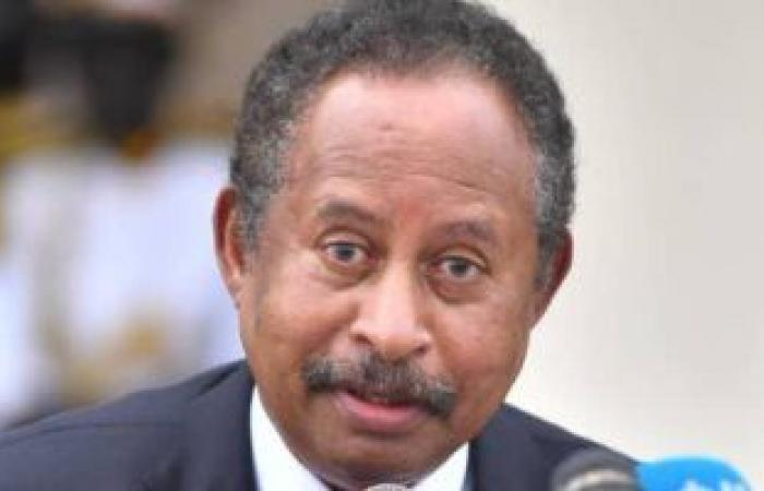 رئيس وزراء السودان يُعين مديرا عاما لقوات الشرطة ونائبه