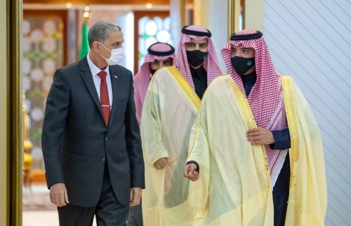 الأمير عبدالعزيز بن سعود على رأس مستقبلي وزير الداخلية العراقي