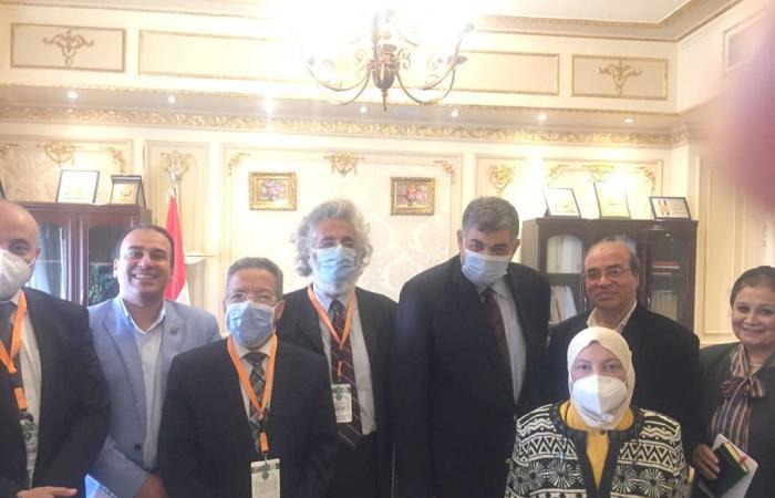 نقابة الأطباء تبحث مع لجنة الصحة بمجلس النواب إصلاح هيكل الأجور للفريق الطبى