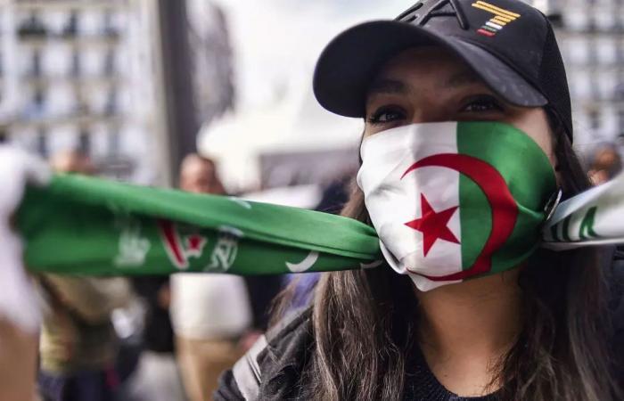 حكومة الجزائر تحذر من حرب إلكترونية دنيئة للوقيعة بين الجيش والشعب