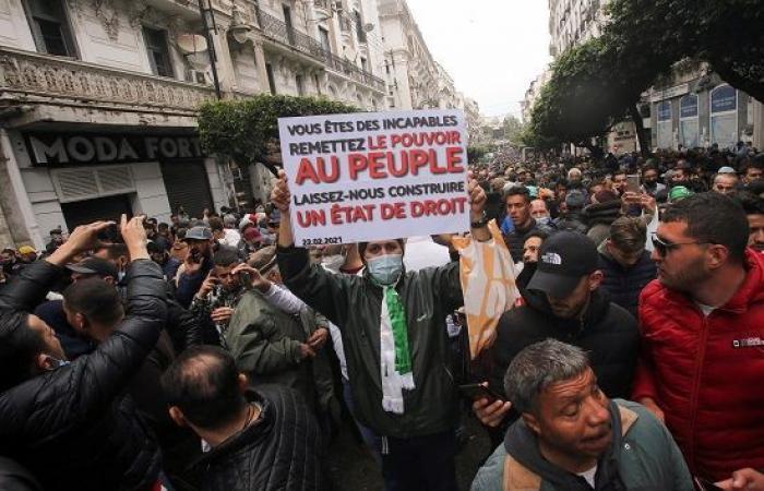 صور.. آلاف الجزائريين يحتشدون في الذكرى الثانية للحركة الاحتجاجية
