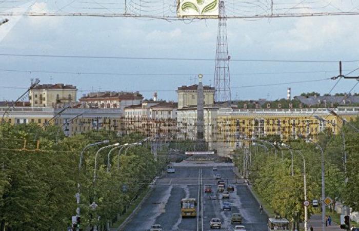 """ملياردير إماراتي يعلن بدء تشييد """"مدينة ذكية"""" في العاصمة البيلاروسية مينسك"""
