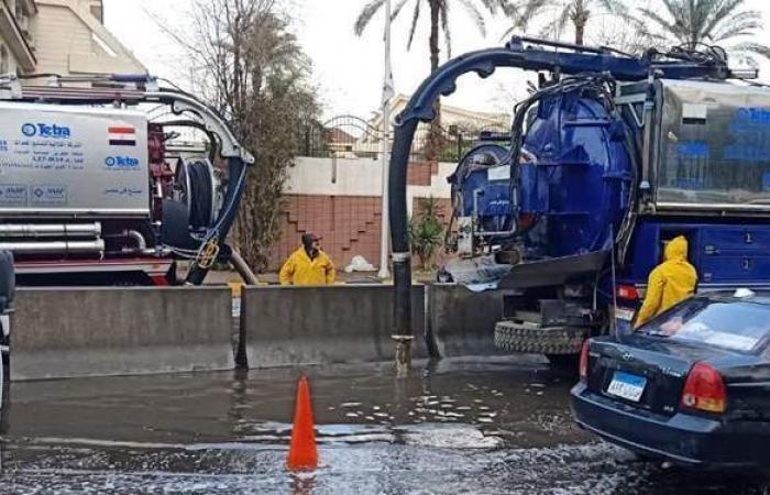 سحب تجمعات مياه الأمطار بالجيزة | صور