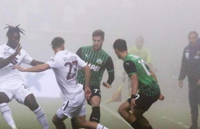 تأجيل مباراة تورينو ضد ساسولو في الدوري الإيطالي بسبب كورونا