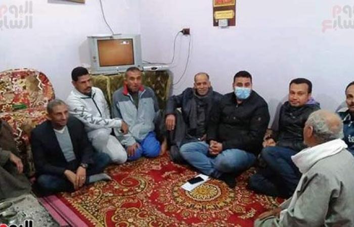نادر مصطفى نائب تنسيقية شباب الأحزاب وسط أهالى دائرته للتعرف على مشاكلهم