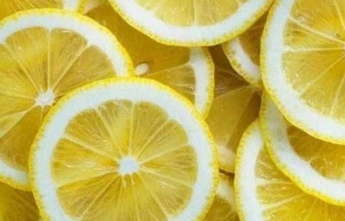 10 فوائد لتناول الليمون.. أهمها الثالثة