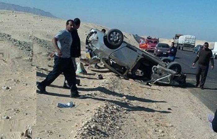 إصابة 3 أشخاص فى حادث انقلاب سيارة ملاكى بطريق قنا الصحراوى الغربى