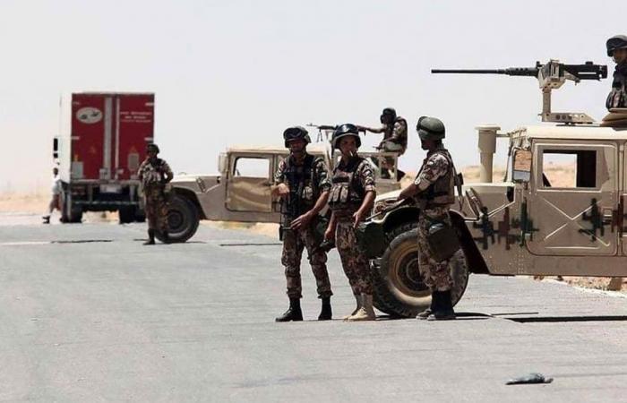 إحباط محاولة تهريب أسلحة وحبوب ممنوعة إلى الأردن
