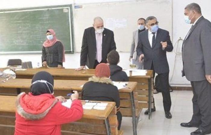 رئيس جامعة الفيوم: 11 حالة غش و3 حالات كورونا فى الأسبوع الأول للامتحانات