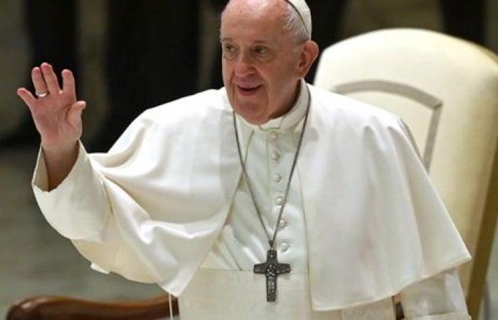 طائرة بابا الفاتيكان تستعد للهبوط في مطار بغداد
