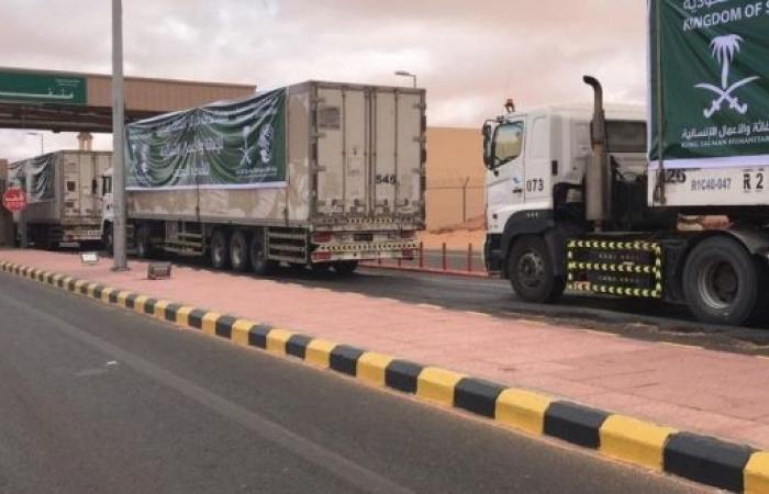مركز الملك سلمان للإغاثة يدشن توزيع الكسوة الشتوية في حات وقشن بالمهرة