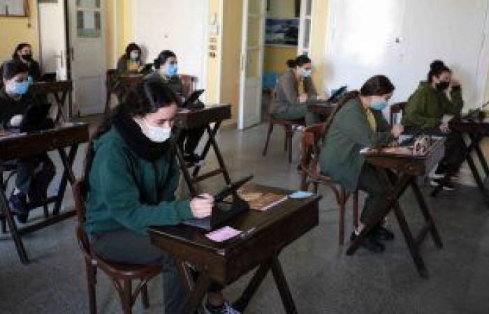 التعليم: منصة الامتحان الإلكترونى لأولى ثانوى تعمل بكفاءة