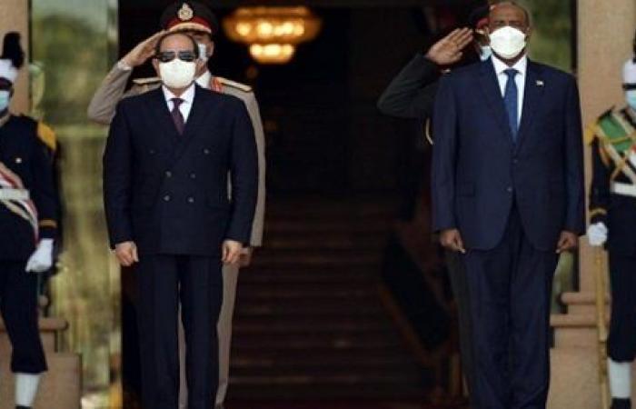 مصر ستظل معكم قلبا وقالبا.. نص كلمة الرئيس السيسي مع رئيس مجلس السيادة السوداني
