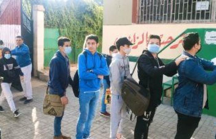 طلاب الشهادة الاعدادية يبدأون الامتحان متعدد التخصصات فى المدارس