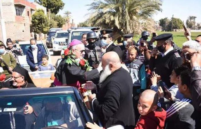 بالطبل البلدي.. مسلمو وأقباط المنيا يستقبلون سفير الفاتيكان | صور