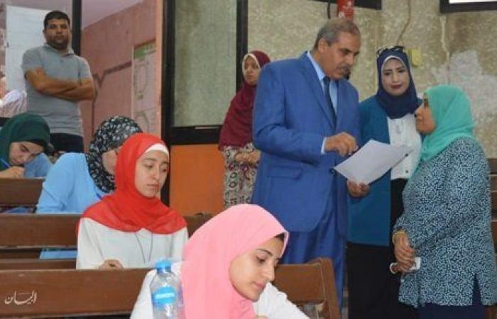 طالبات تجارة الأزهر بالقاهرة يشتكين تأخر أسئلة الامتحان.. والعميدة تنفي