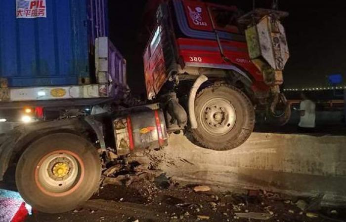 بعد حادث الكريمات.. مصرع شخصين وإصابة 31 آخرين فى حوادث سير منفصلة