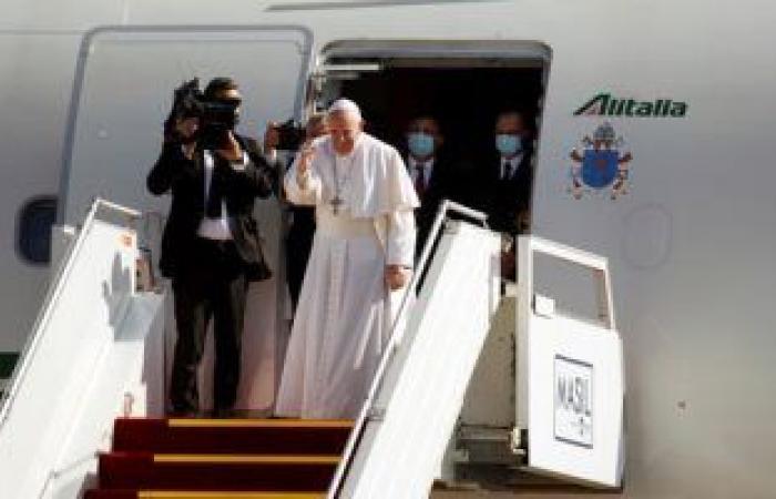 """بابا الفاتيكان عن لقاءه بـ""""السيستاني"""": التقيت رجلا كبيرا حكيما"""