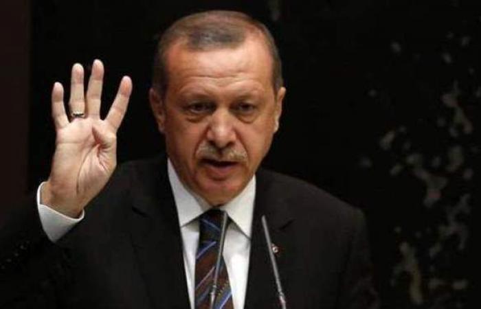 عليه التخلي عن تحية رابعة.. المعارضة التركية تهاجم أردوغان بسبب مصر