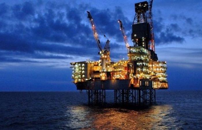 """أسعار النفط تقفز بعد قرار """"أوبك+"""" زيادة الإنتاج اعتبارا من مايو"""