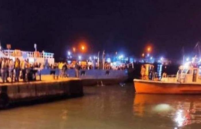 سقوط سيارة تقل أسرة مكونة من 4 أفراد في المجرى الملاحي لقناة السويس