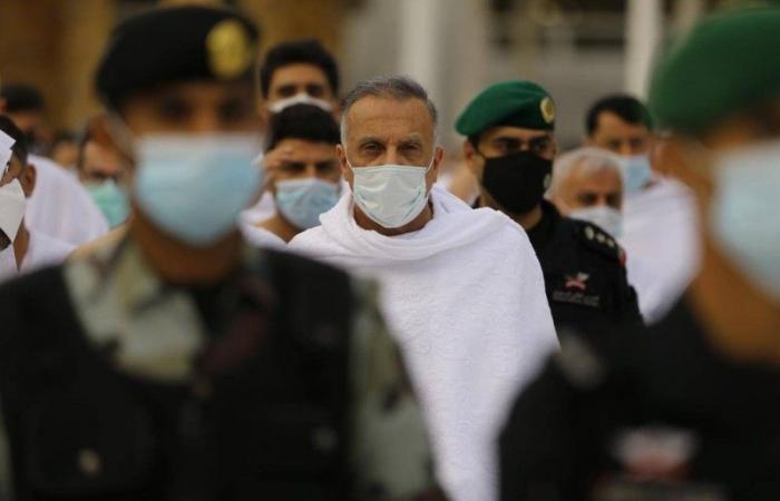 رئيس الوزراء العراقي يؤدي مناسك العمرة